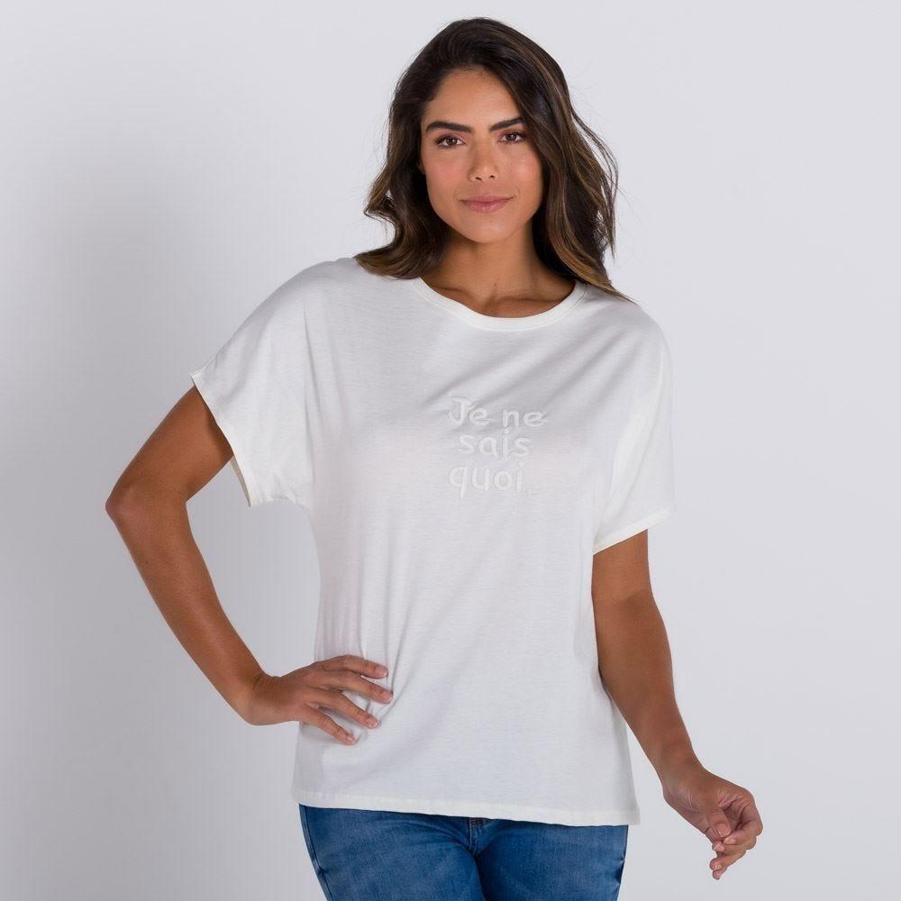 T-shirt com Estampa Bordada Patrícia Foster