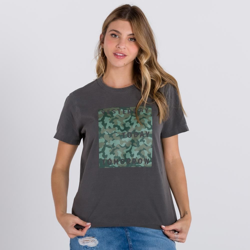 T-Shirt Estampa Camuflada Boby Blues